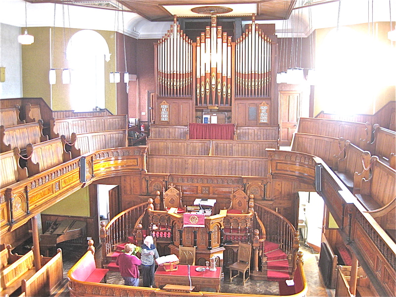 Interior_view_at_Plough_Lane_Chapel,_Lion_Street,_Brecon_looking_towards_organ